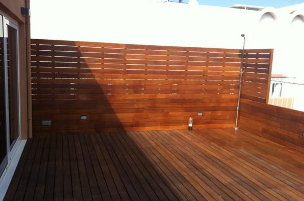 instalacin tarima vallas y jardineras de madera en terraza de vivienda particular