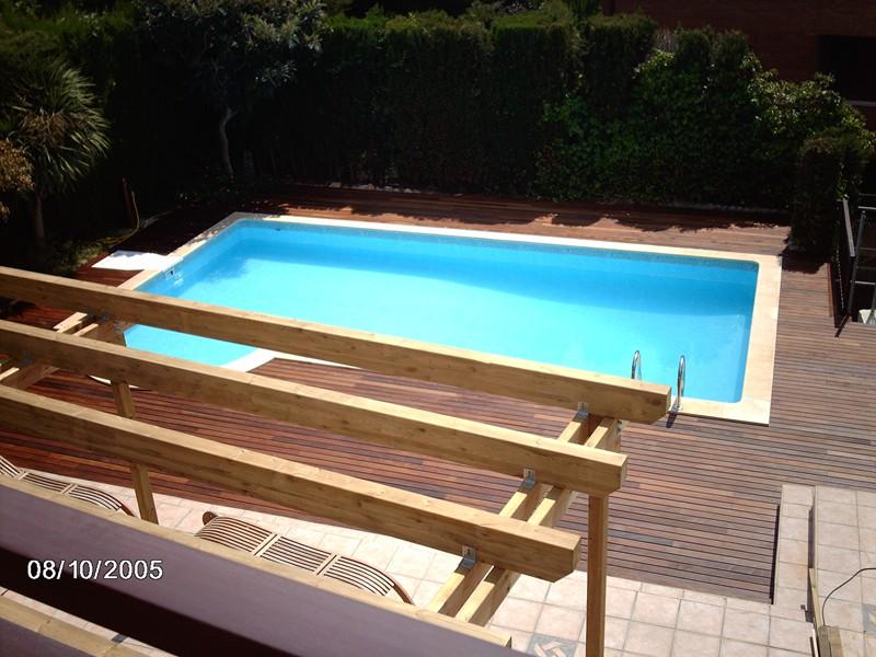 Tarima en piscina y p rgola de madera en castelldefels for Piscina castelldefels