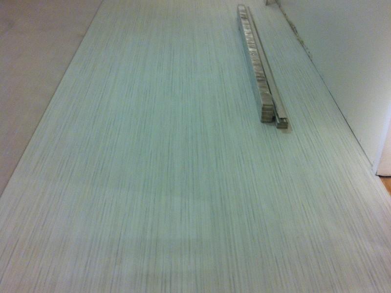 Instalaci n de suelo laminado en la habitaci n de una casa - Instalacion de suelo laminado ...