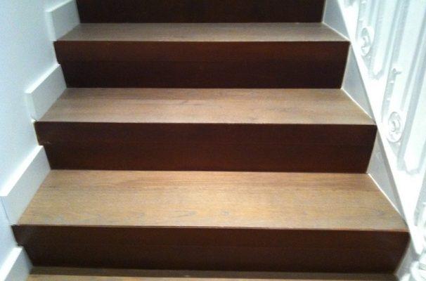suelo de tarima maciza y escaleras de madera interior en casa particular
