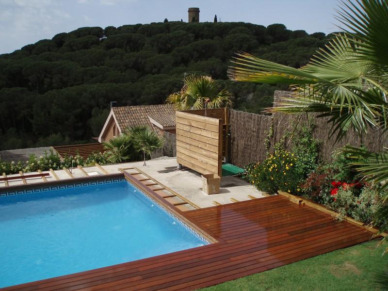 Instalaci n de tarima de madera y vallas en la terraza con - Vallas de madera para piscinas ...