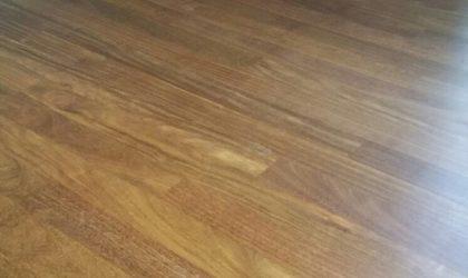 Instalación de tarima maciza de sucupira en casa particular