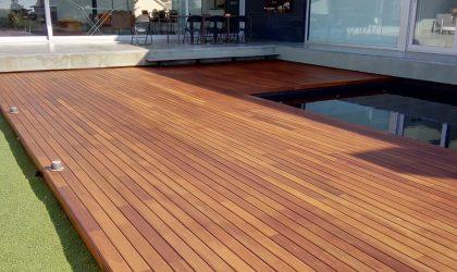 Tarima de madera para terraza con piscina en vivienda particular
